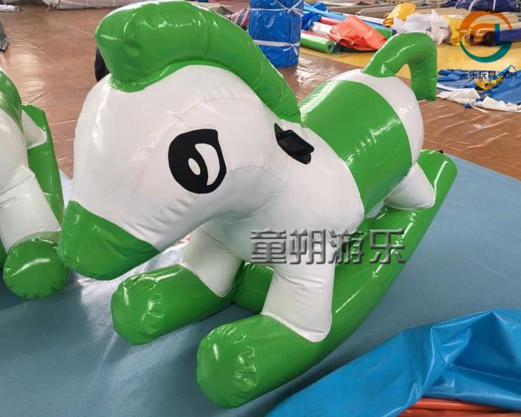 水上骑乘玩具
